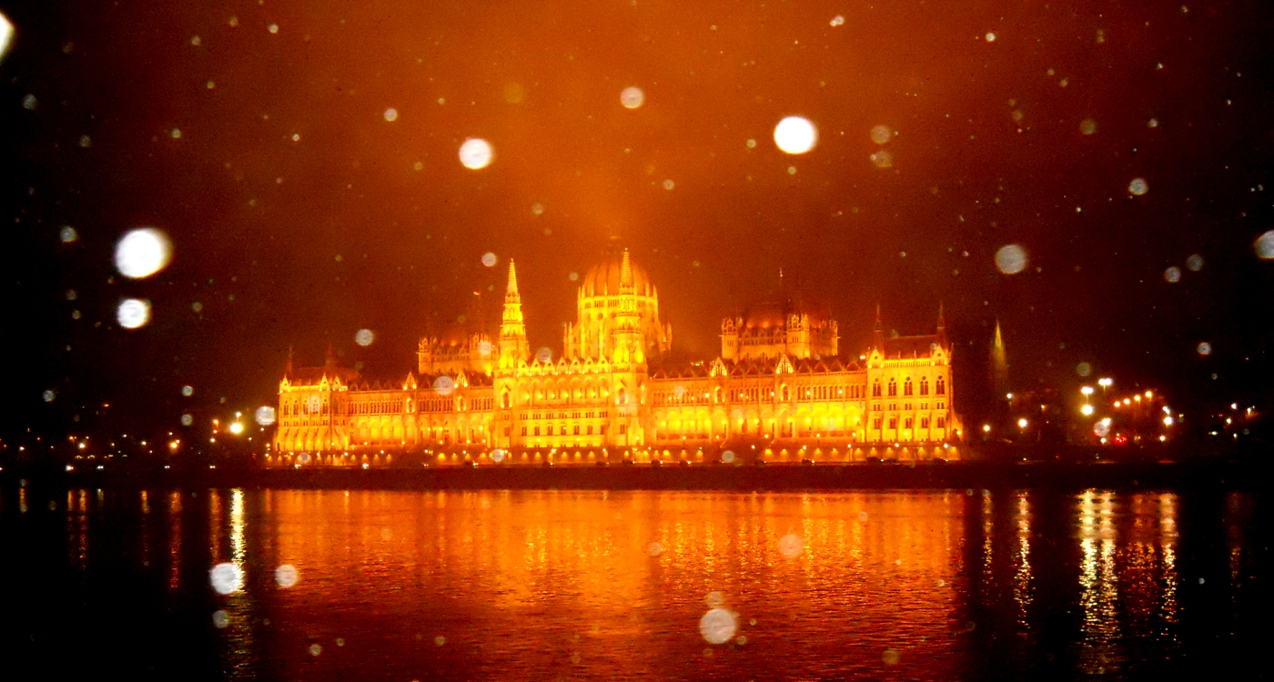 Budapest-Parliament-by-night (1)